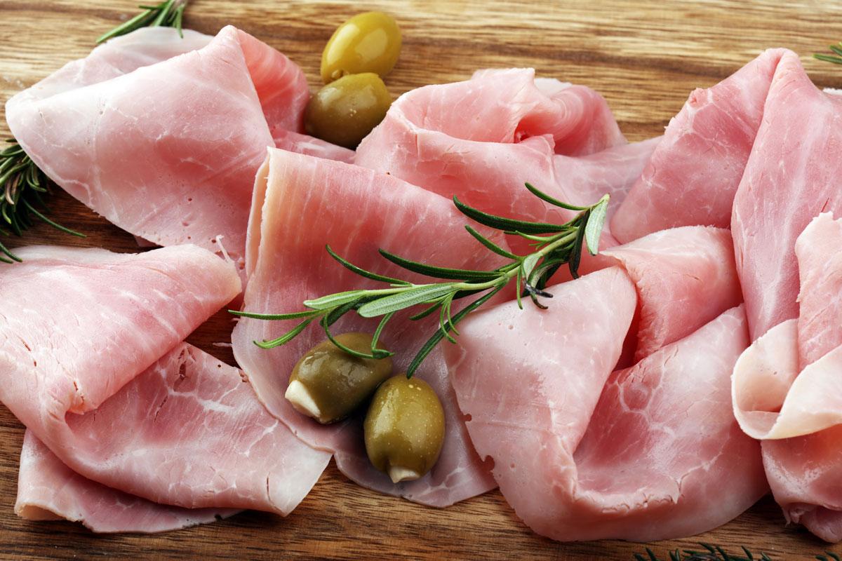 Bannière avec des tranches de jambon et olives